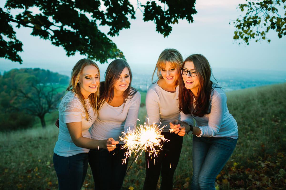 4 Frauen haben Wunderkerzen