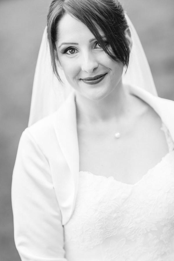 Braut lächelt
