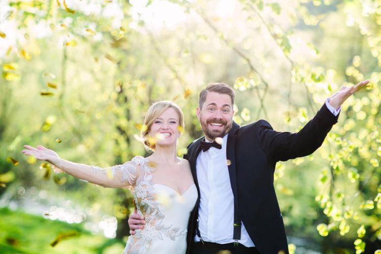 Brautpaar und Konfetti